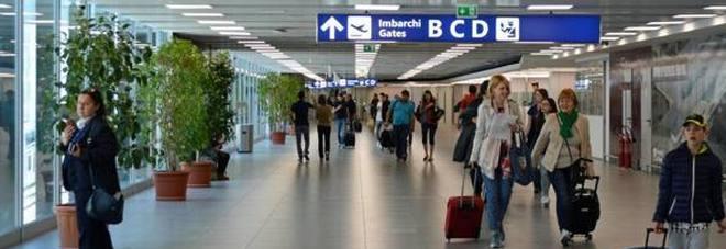 Fiumicino, tragedia in aeroporto: turista muore mentre è in fila al gate prima di imbarcarsi su un volo