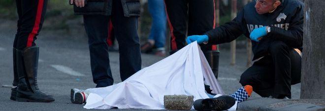 Fuggono all'alt dei carabinieri: un morto e un ferito