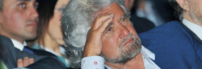 Migranti, Grillo all'attacco: «Ruolo oscuro delle ong»