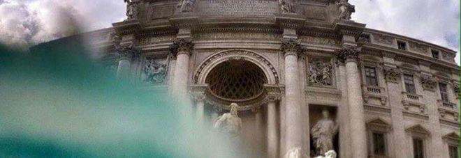 """Fontana di Trevi in un click: nello scatto compare il """"prezioso"""" fondale -Guarda"""