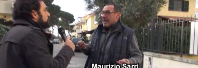 Sarri indossa la sciarpa di Mancini: pace fatta. Ecco il video del servizio delle Iene