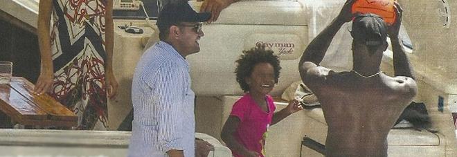 """Balotelli versione papà, in barca con Pia. """"C'è la nuova fidanzata"""""""