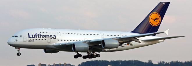 Fumo in cabina, atterraggio di emergenza per aereo Lufthansa