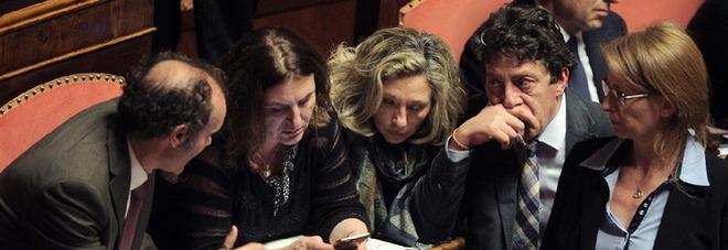 """Unioni civili, scontro sul """"canguro"""". Voto segreto sulle adozioni gay. L'M5S si smarca, ddl a rischio"""