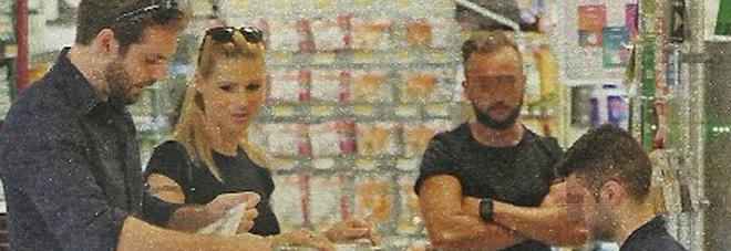 """Michelle Hunziker e Tomaso Trussardi, spesa al supermercato e """"fuga"""" sulla Porsche"""