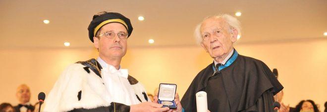 Zygmunt Bauman con il rettore dell'Università del salento Vincenzo Zara