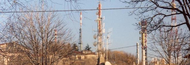 Troppo vicine alle case: antenne  spostate sul Monte Belvedere