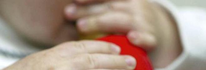 La neonata non cresce: genitori vegani le davano latte di mandorla