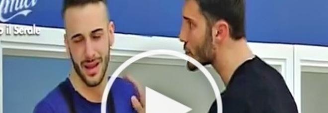 Amici15: Andreas abbandona il talent tra le lacrime, a consolarlo Stefano De Martino