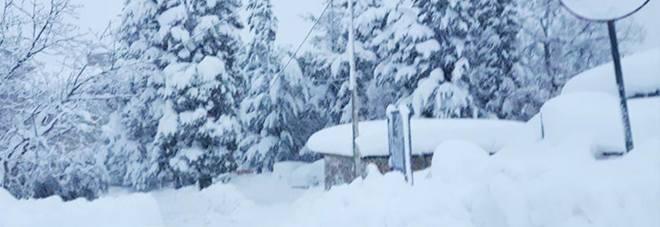 Ascoli, frazioni isolate per le neve Richieste d'aiuto lanciate sui social