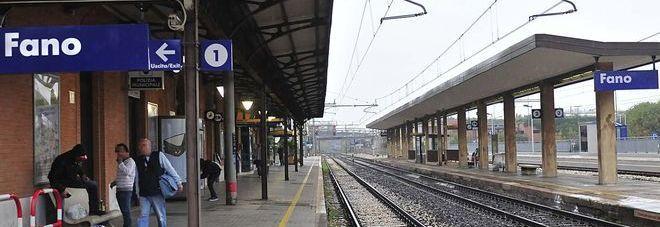 Fano, giallo alla stazione: ragazzo e anziano si accusano di molestie