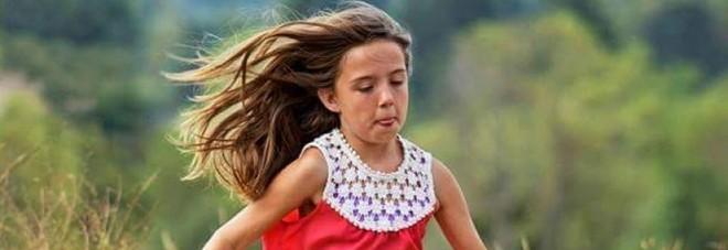 Kiera muore a 10 anni per salvare le amichette: si getta sotto il Suv che sta per travolgerle -Foto