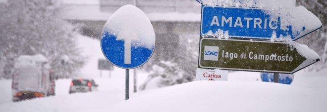 Arquata, scosse e neve: crolla tetto delle chiesa che ospitava la Sindone