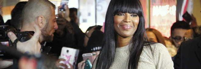 Milano pazza per la Venere Nera: folla in centro per Naomi Campbell