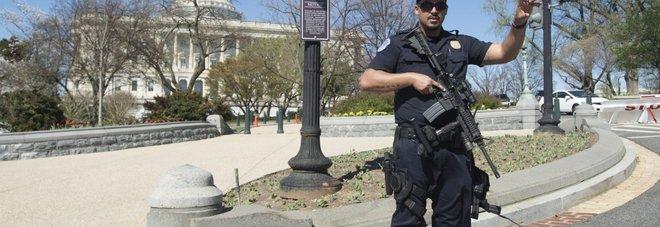 Spari davanti al Congresso americano: ferito un poliziotto