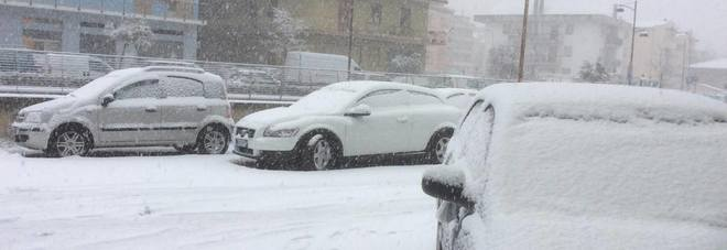 Marche, fitta nevicata sulla costa. Traffico paralizzato, incidenti a raffica