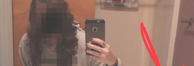 Questo è il selfie più imbarazzante del mondo: ecco il motivo... -Foto