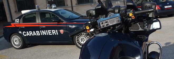 Minaccia passeggeri, tira un pugno al carabiniere: arrestato un 35enne