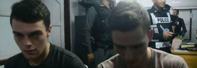 Scarcerati i 2 altoatesini che hanno strappato la bandiera: espulsi