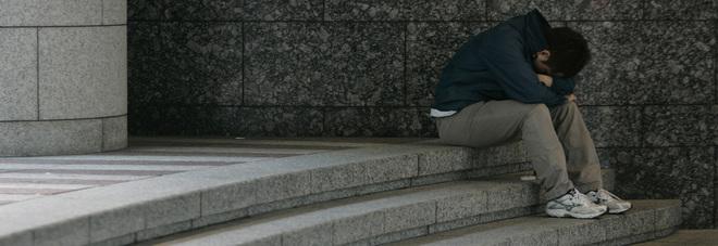 Madre morbosa, va a scuola truccato: 13enne allontanato dai genitori