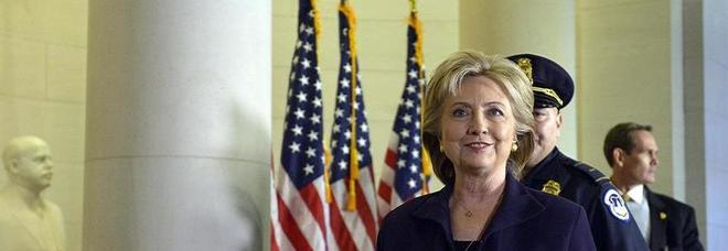 """Hillary promette: """"Se vinco e divento presidente svelerò tutto sugli alieni e sull'Area 51"""" -Foto"""