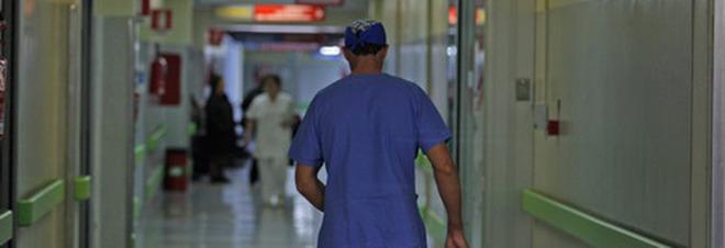 Psicofarmaci alla paziente e poi  la violenta: infermiere arrestato