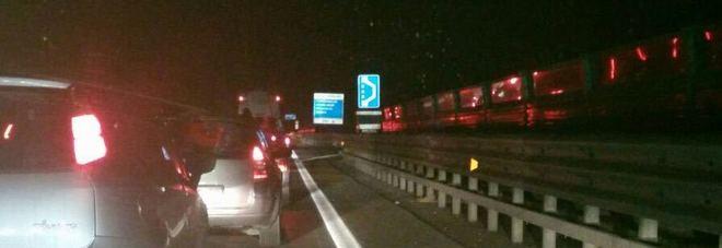 Carambola tra quattro auto Tutti in coda sulla superstrada