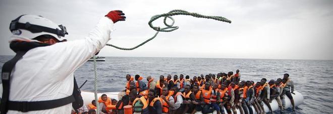 Migranti, Ue punta su rimpatri più rapidi per gli irregolari: aumentano le squadre di guardie di frontiera
