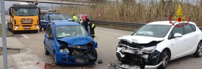Osimo, schianto sulla strada statale Due feriti all'incrocio maledetto