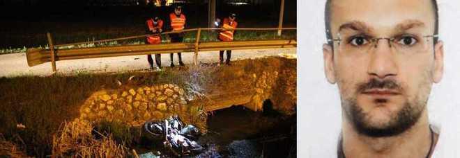 Alex Righetto e la moto distrutta finita nel fossato