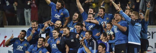 Rugby, l'emozione di battere per la prima volta i campioni del mondo del Sud Africa: il docufilm degli azzurri nella Storia