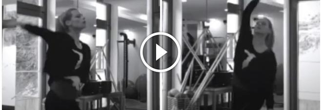 Michelle Hunziker, il ballo sfrenato è virale: boom di like per il video su Instagram