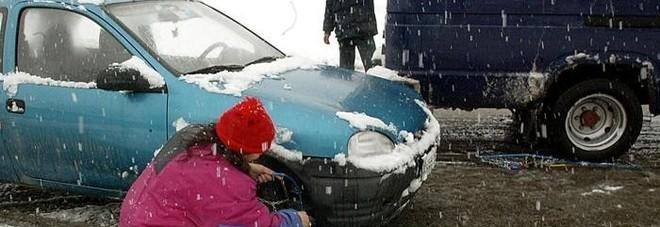Fermo, il ritorno della neve e prime scuole chiuse
