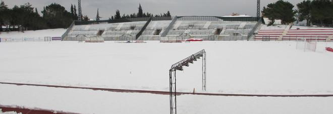 Lo stadio Helvia Recina di Macerata pieno di neve