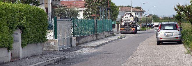 La strada di Marostica in cui l'autotrasportatore si è ucciso (foto Remonato)