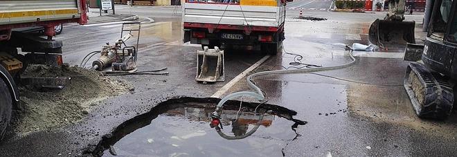 Pesaro, l'acquedotto si rompe all'alba Risveglio senz'acqua per 400 case