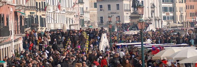 Turismo, bufera sui fondi pubblici  Quei 25mila euro dati senza bando
