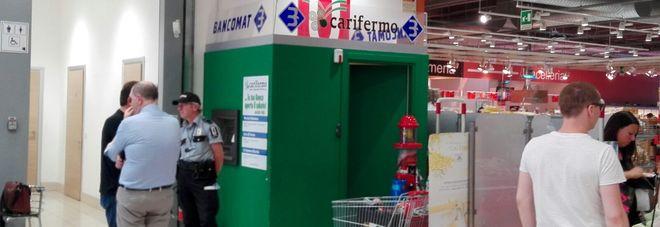 Porto San Giorgio, a vuoto l'assalto al bancomat, fuga dopo lo scoppio