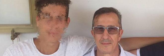 Genitori massacrati in casa, su Facebook le foto del papà con i figli