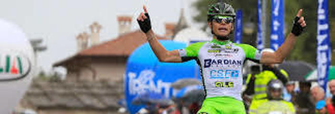 Cade in discesa e batte la schiena: grave il ciclista veronese Zardini