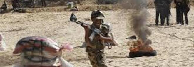 Ragazzino di 12 anni lascia la scuola kamikaze e si consegna alla polizia: era stato venduto