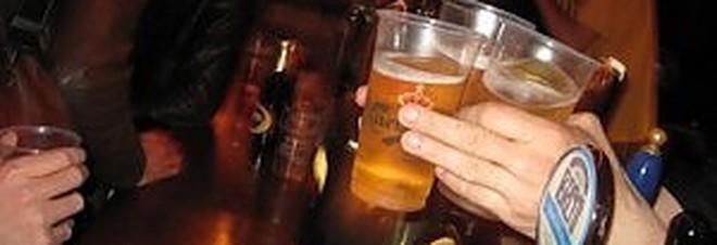 Roma, notte di follia in un pub del centro, turisti ubriachi aggrediscono ragazza a calci e pugni