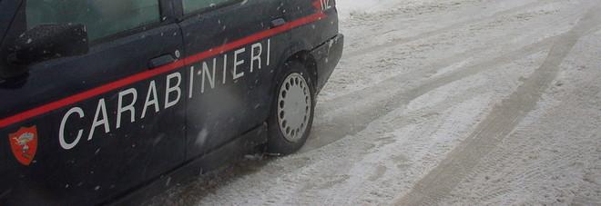 Piobbico, cade nella scarpata durante la tormenta: salvato dai carabinieri