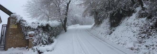 Fermo, emergenza neve e ghiaccio Domani scuole chiuse in otto comuni