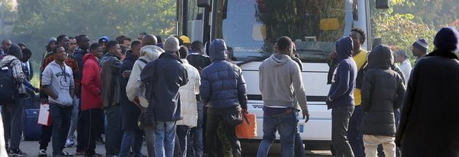 """Immigrati: la legge """"taglia-business"""" approda in Consiglio regionale"""
