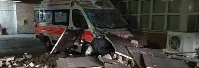 Risorge l'ambulanza schiacciata dai crolli Era il simbolo del terremoto