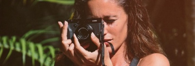 Gracia de Torres turista senza veli, scatta la foto e lo slip va giù... /Guarda