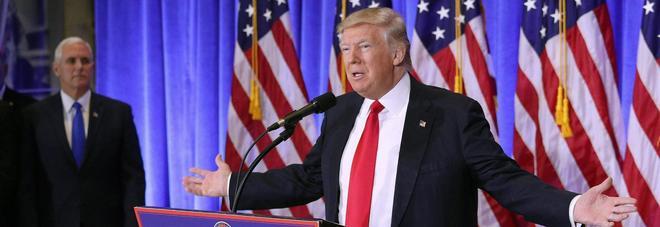 """Trump, accuse agli 007 e una dichiarazione choc: """"Golden shower..."""""""