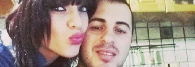 L'ex fidanzato le dà fuoco, lei continua a difenderlo: la madre non ci sta e volano schiaffi in ospedale