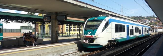 Ancona, sul treno con un chilo di marijuana: arrestati due corrieri